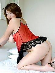 Yoko Mizumori flaunts her huge Japanese tits