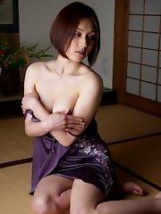 Yuzuka Kinoshita Shows Her Perfect Body