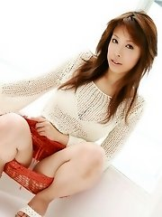 Beautiful Asian babe enjoys modeling