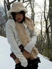 Hitomi Hayasaka naughty Asian teen shows ass