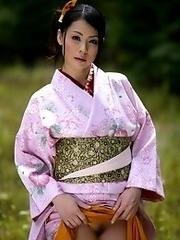 Sexy and beauty Japanese av idol Nana Aida shows her off body undressing a kimono