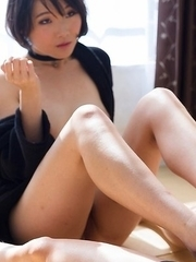 Short-haired beauty with a bush Misaki Akari lets him explode all over her feet