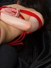 Stunning babe Minami Sakaida uses her perfect toes and incredible feet